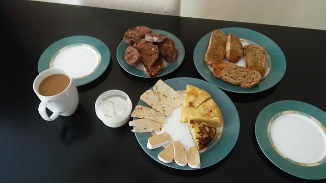 Comida que hizo Gema, pan y café que trajo Cris