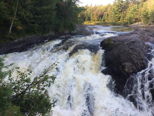 Chutes Provincial Park falls