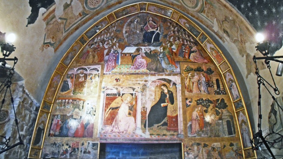 replica Porziuncula Nuova pintura mural fresco en altar interior San Francisco California EEUU 03