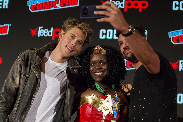 Austin Butler, Manu Bennett and Fan