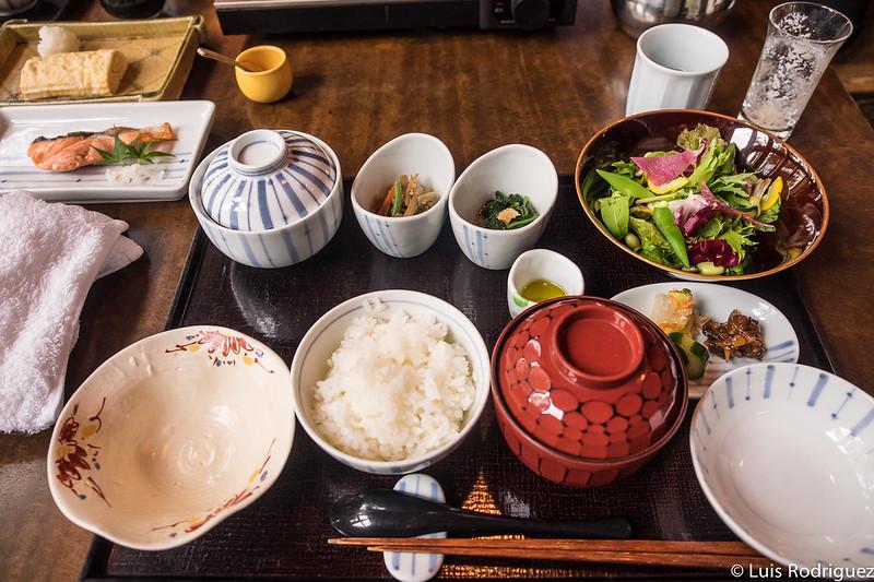 Desayuno japonés en el restaurante Kasuke de Hoshinoya Karuizawa