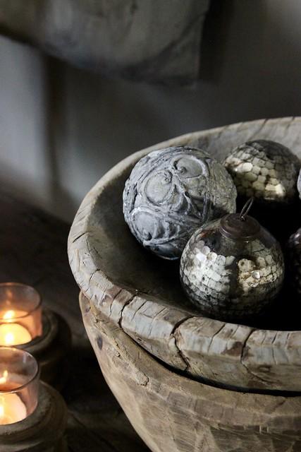 Houten bakken decoratie ballen sober interieur