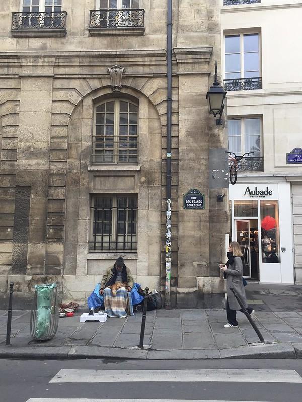 Париж, бомж