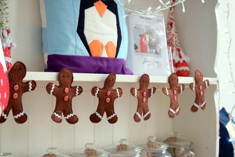 Gingerbread Men Gardland (Popular Patchwork Dec17)