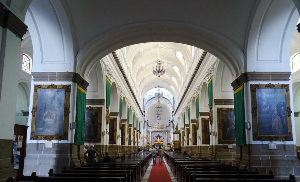 Ciudad de Guatemala nave central interior Catedral Metropolitana 01