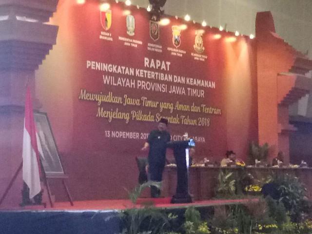 Rapat peningkatan ketertiban dan keamanan wilayah provinsi Jawa Timur oleh Forpimda Jatim di Hotel Grand City Surabaya (13/11)