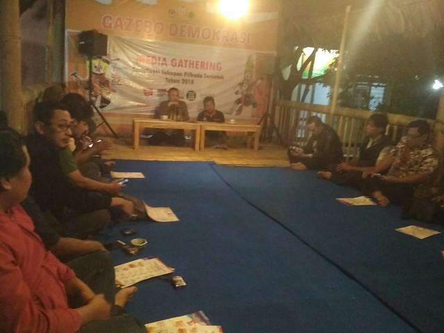 Suasana launching Gazebo Demokrasi KPU Tulungagung dan Media Gathering Sosialisasi tahapan Pilkada 2018 (15/12)
