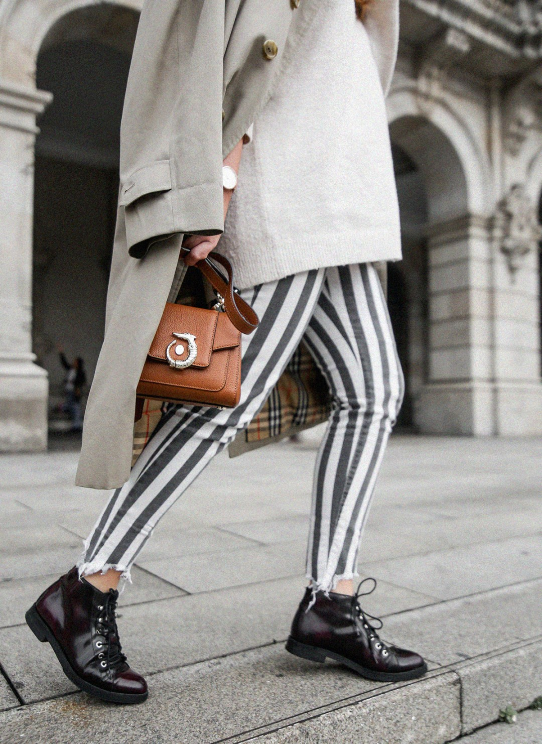 pantalones-de-rayas-pull&bear-streetstyle-lovy-bag-trussardi14