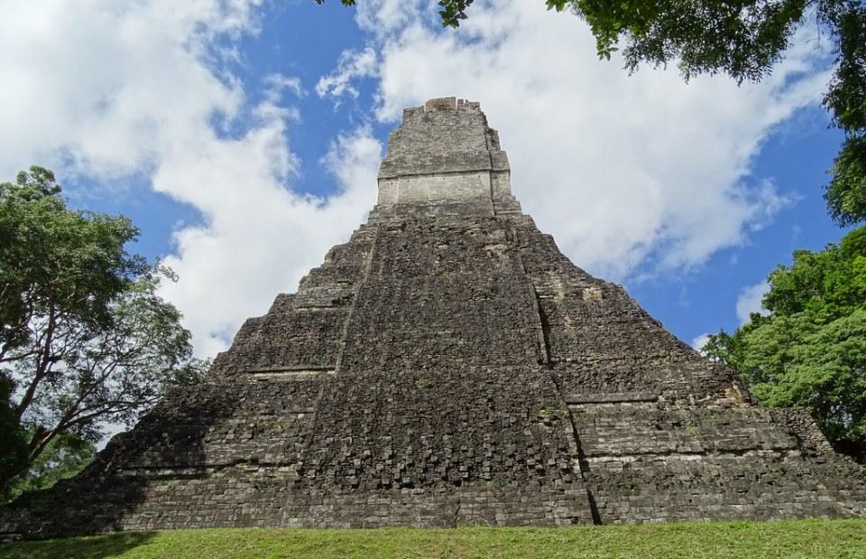 Tikal Templo de Jaguar Plaza Mayor ciudad Maya Sitio Arqueologico Guatemala 03