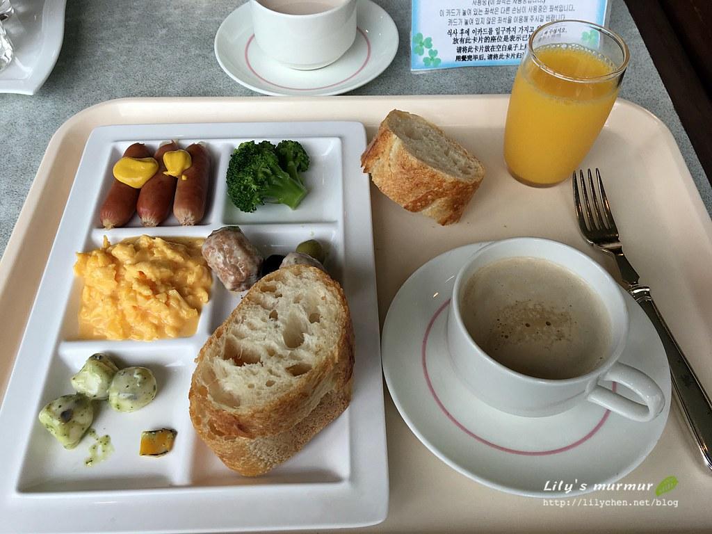 這是尼拿的早餐,我拿的居然顧著吃完全忘記要拍照了,哈哈。