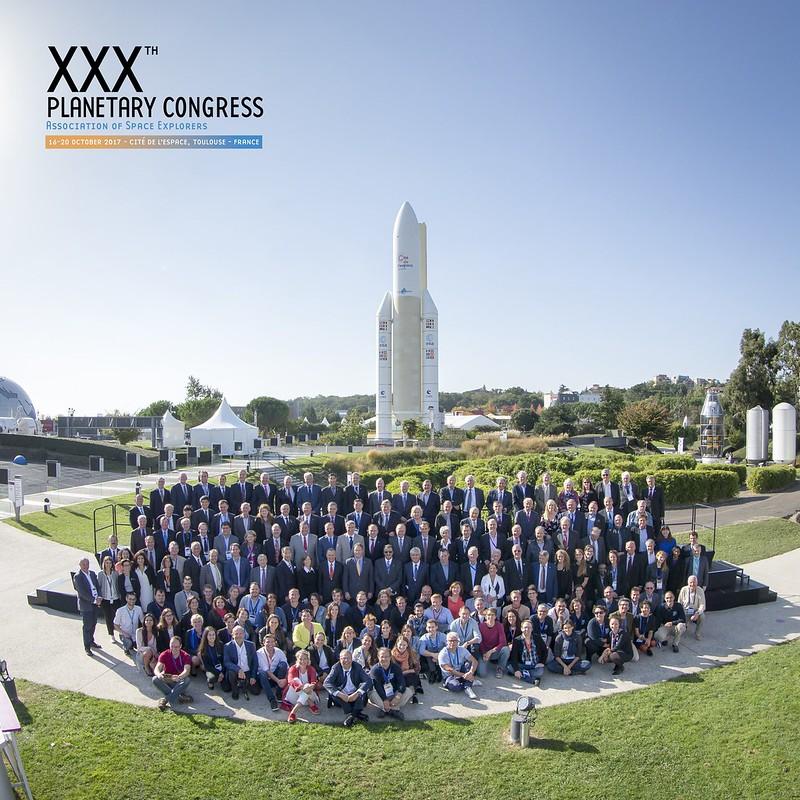 Photo officielle des astronautes du congrès et de l'équipe Cité de l'espace
