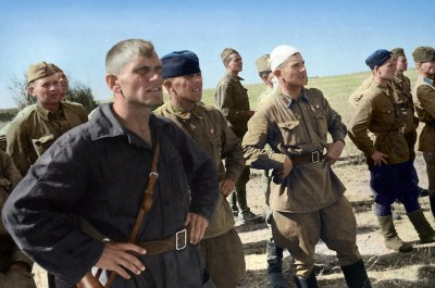 Soviet pilots in the steppe near Stalingrad | Лётчики в степи под Сталинградом