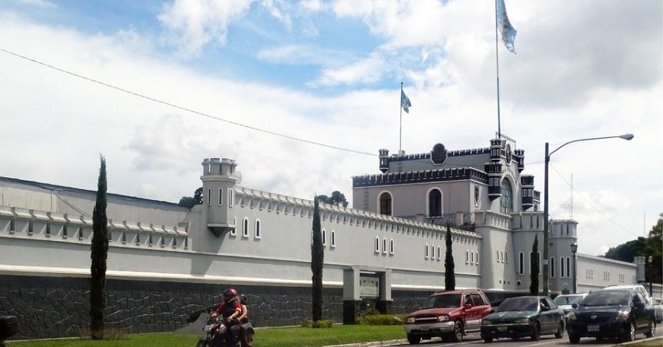 Ciudad de Guatemala Antigua Escuela Politecnica hoy Ministerio de Defensa 03