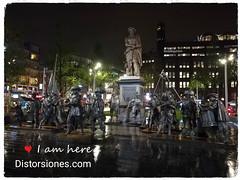 Rembrandt de noche con su Guardia Nocturna en Rembrandtplein