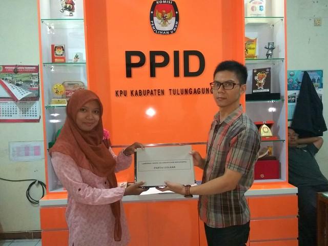 KPU Tulungagung serahkan berkas hasil penelitian administrasi pendaftaran partai politik (parpol) (16/11)
