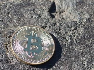 11_岩とビットコイン