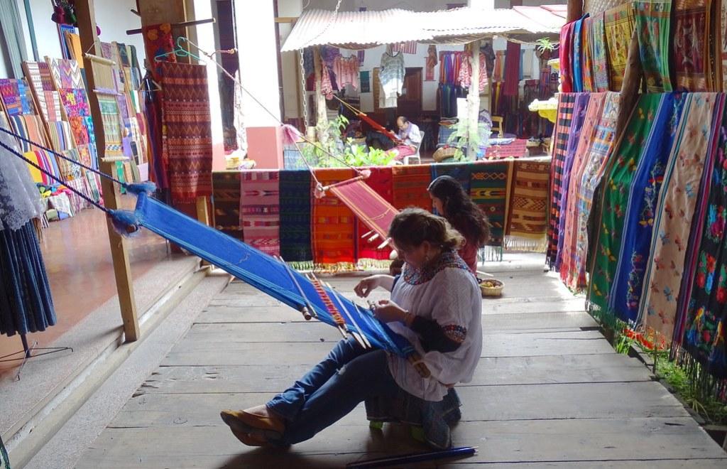 Antigua Casa del Tejido Antiguo Taller Guatemala 01