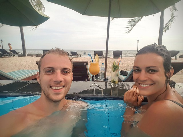 Squatter la piscine d'un hôtel de luxe à Mui Né