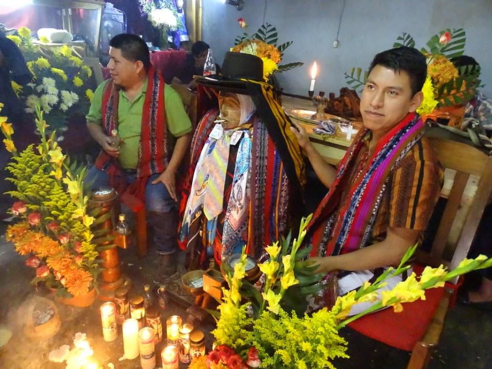 Santiago Atitlan Ceremonia Ritual Maya Maximon Guatemala 02