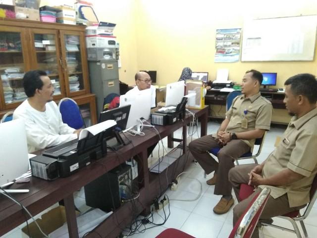 David Harianto saat bertemu dan berkoordinasi dengan Sumaryani di Kantor SMAN 1 Kauman, Rabu (6/12)
