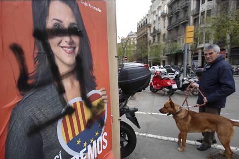 17l13 ElPaís L'assetjament als partits contraris a la independència enterboleix la campanya Foto Cristóbal Castro variante Uti 485