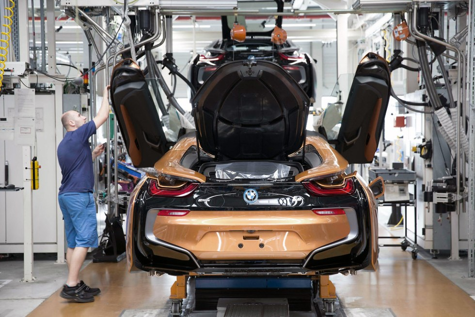 bmw-i8-roadster-production-02