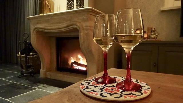 Wijn bij de open haard