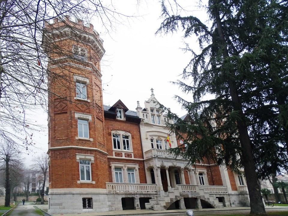 Burgos Palacio de la Isla 01