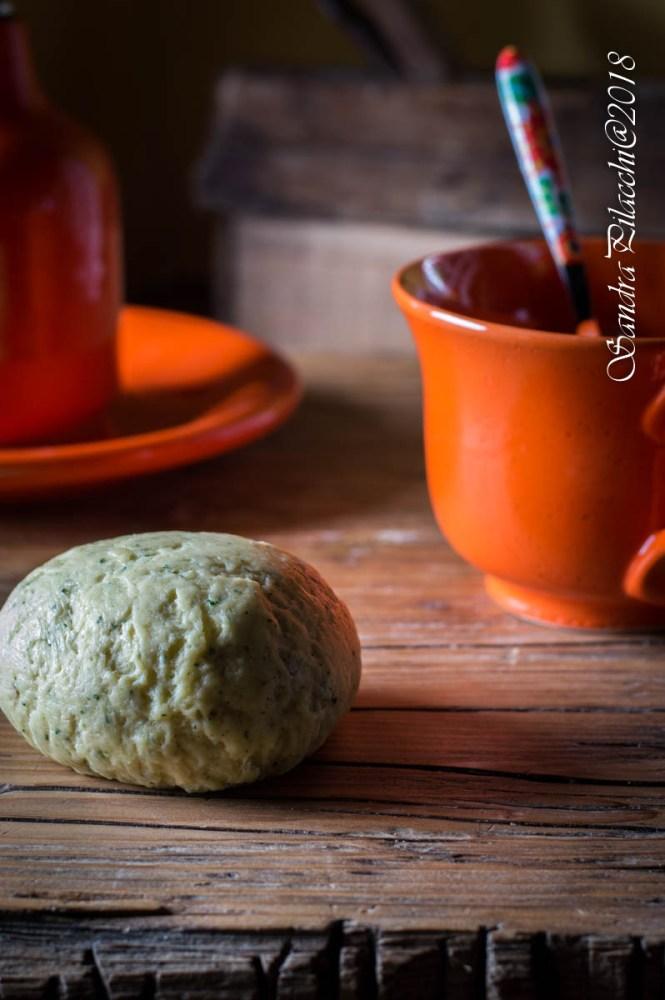 fagottini di cavolo nero e caprino su fonduta di formaggio- la gabbianella - fantechi luigi - pasta _