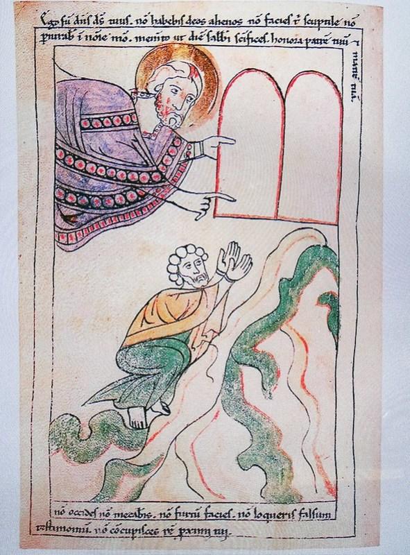 Moises entrega las Tablas Biblia de Pamplona Biblioteca de Catedral de Santa Maria La Real Exposicion Occidens Pamplona