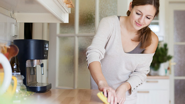 women-cleaning-kitchen-featured