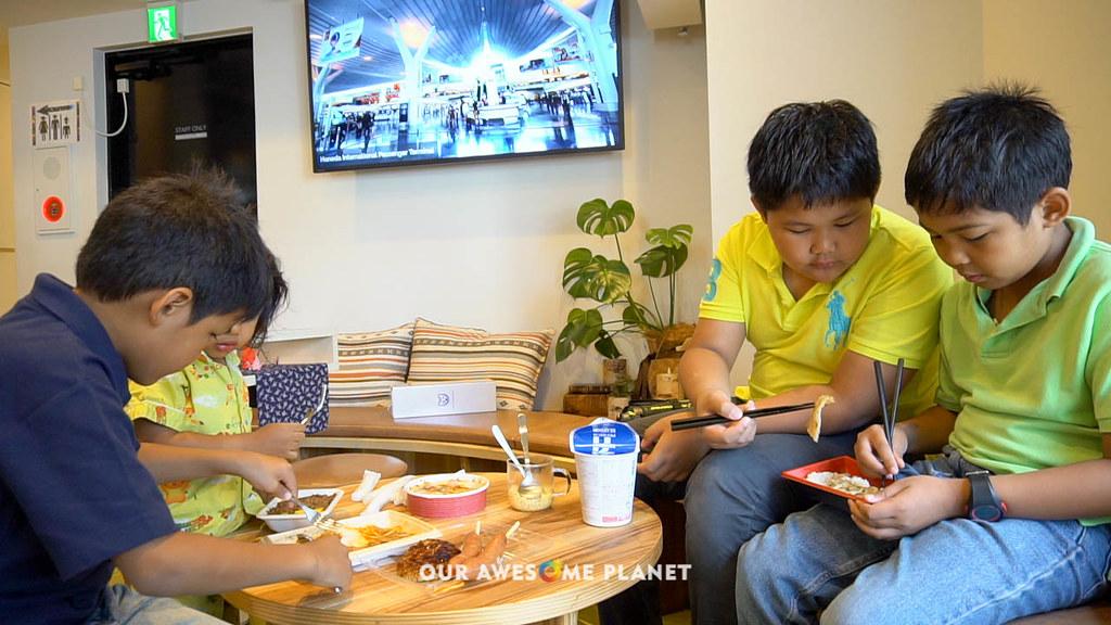 Eating at Planetyze Hostel-4.jpg