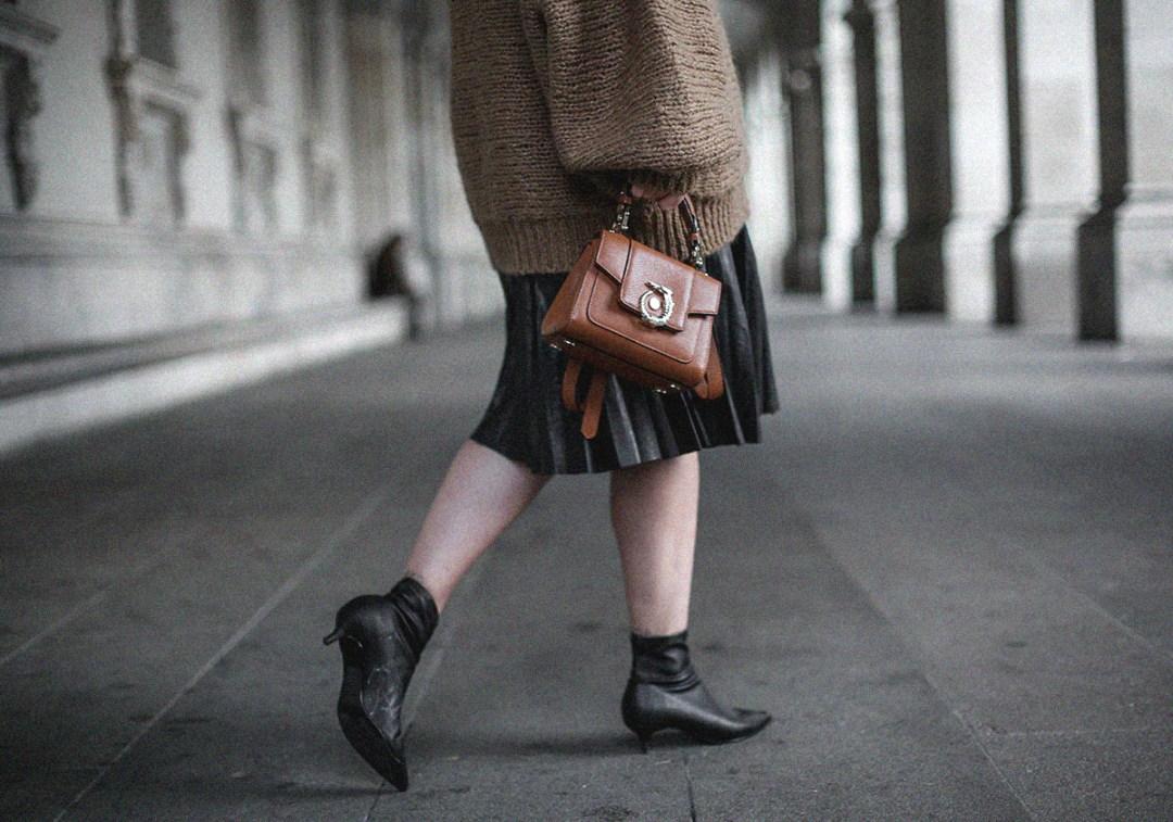 maxi-jersey-mangas-abullonadas-falda-plisada-negra-look-streetstyle-myblueberrynightsblog15