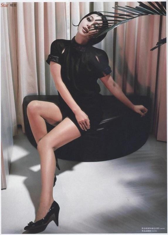 黒色ウール地半袖ドレス : ファン・ピンピン : 「ロフィシェル」中国版、第166号(2006年7月号)、撮影 : チェン・マン&チャン・タン