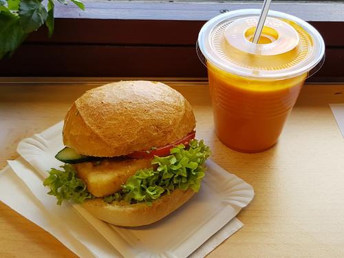 br tchen mit bratk se und karotten orangen ananas kokos smoothie aus der cafeteria der. Black Bedroom Furniture Sets. Home Design Ideas