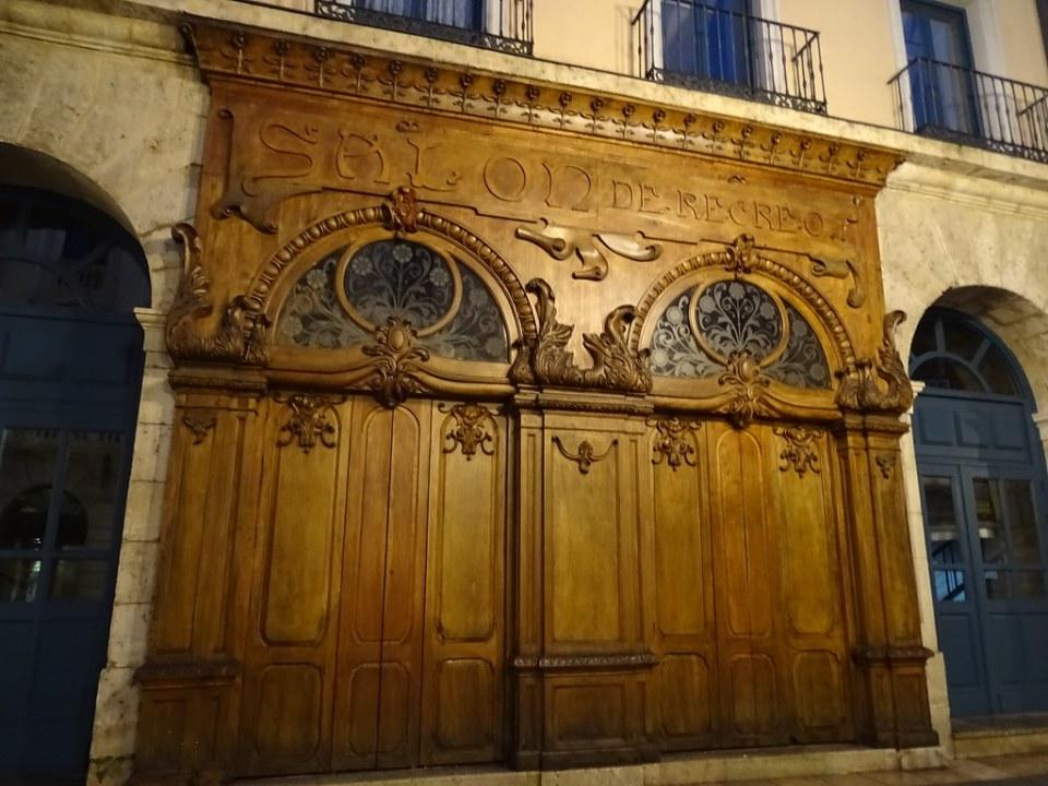 Burgos puertas en la calle 04