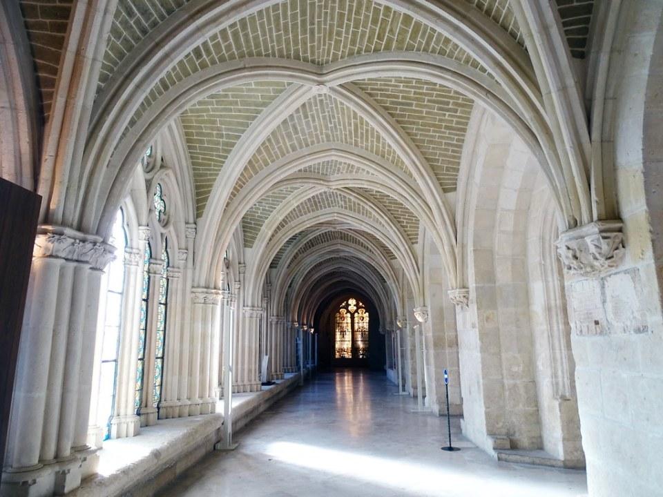 Catedral de Burgos galeria y boveda de claustro bajo 01