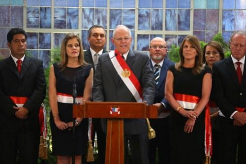 Presidente Kuczynski toma juramento a ministros de Estado.