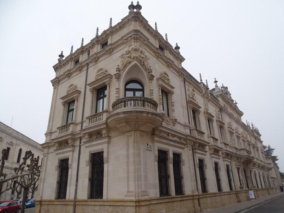 Burgos Palacio Arzobispal 01