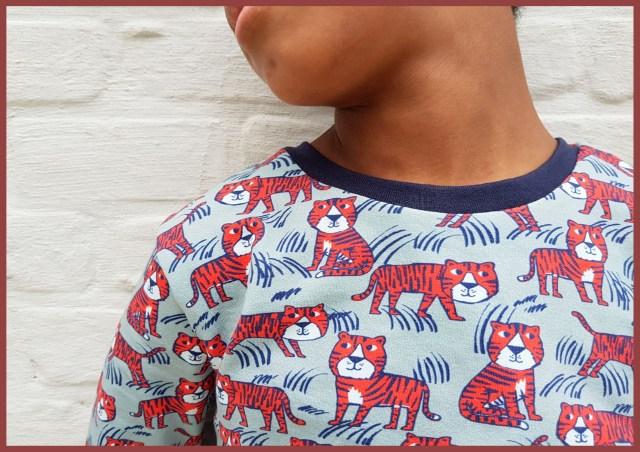 tijger pyjama (close-up)