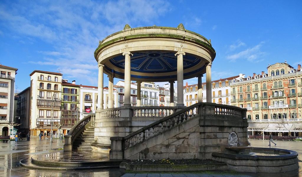 Quiosco de musica Plaza del Castillo Pamplona 01