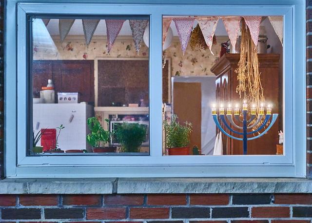 Восемь свечей и много пончиков