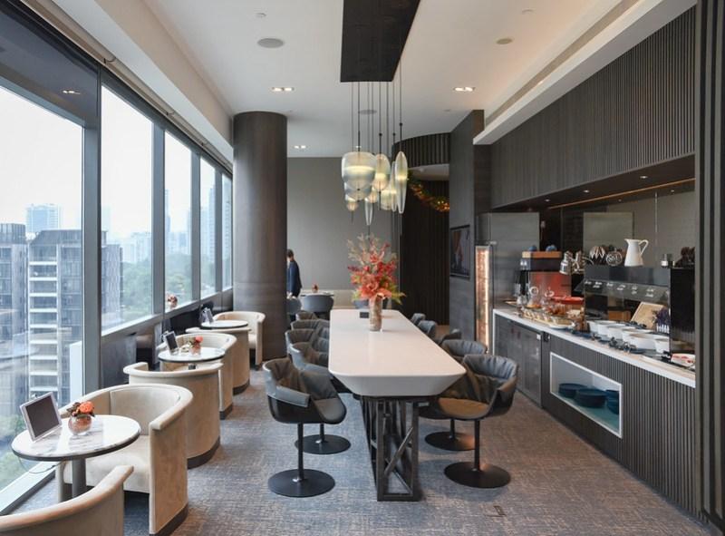 premier lounge at novotel singapore on stevens