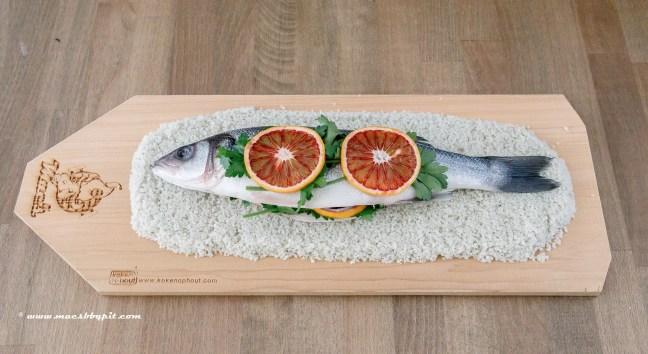In zoutkorst gegaarde zeebaars