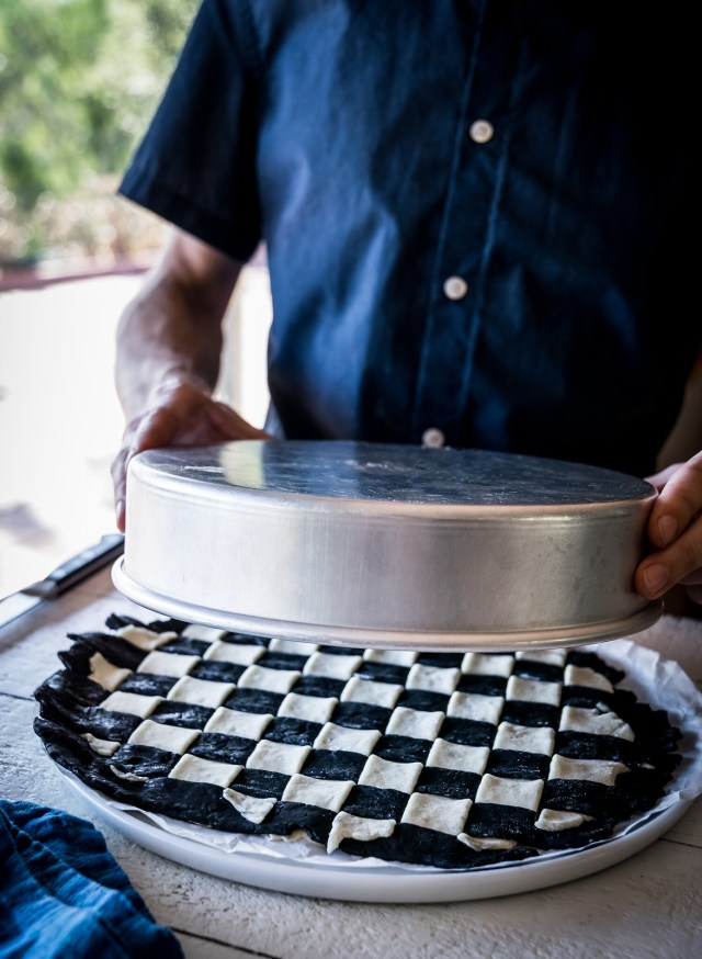 using a cake pan as a stencil will give you a perfect circle