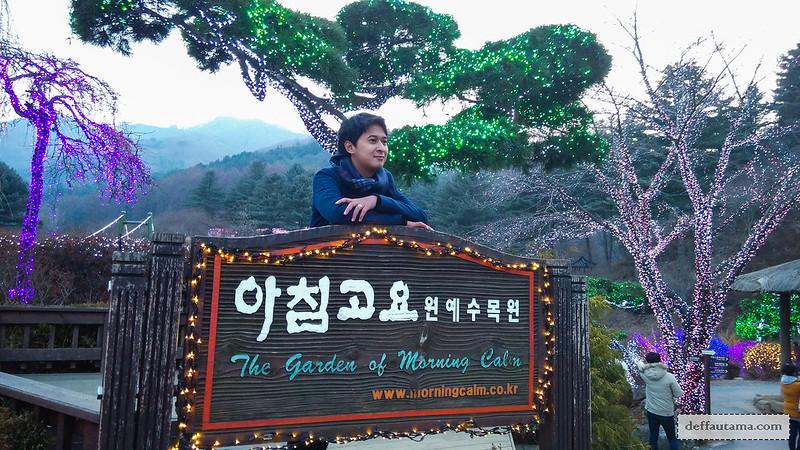 Garden of The Morning Calm - Colourful Entrance