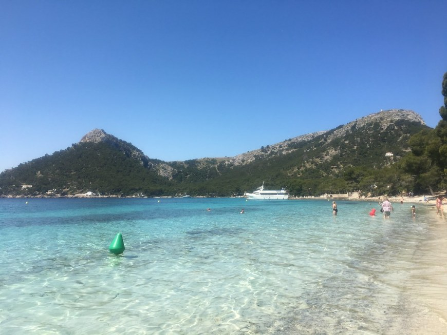The best beaches in Mallorca: the crystal clear water of Playa de Formentor