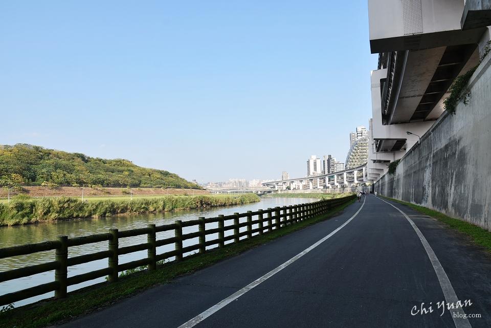 基隆河畔自行車道04.JPG