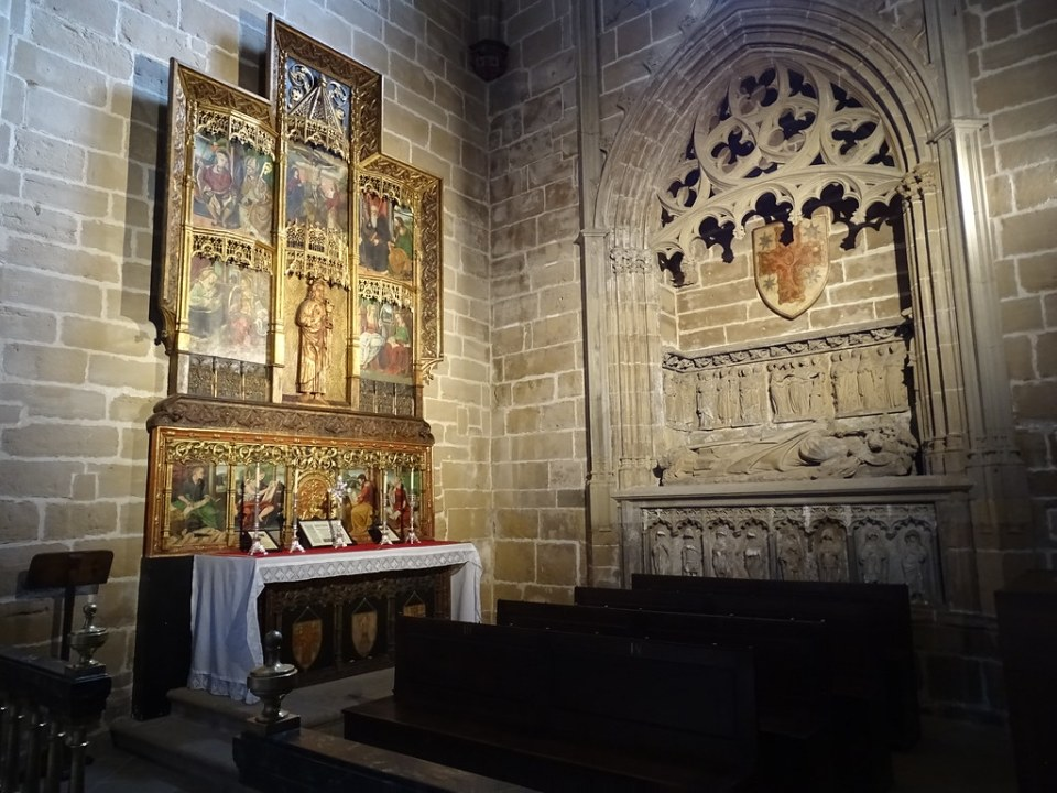 Capilla de San Juan Evangelista Sepulcro del obispo Sancho Sánchez de Oteiza Catedral de Santa Maria La Real Pamplona