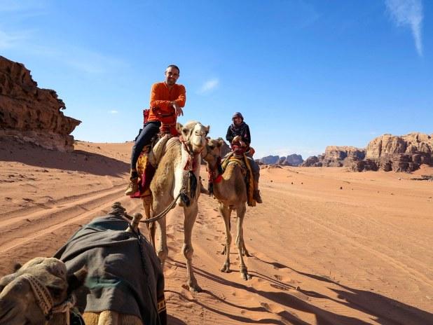 Paseo en camello por Wadi Rum
